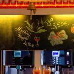 Bar & Café