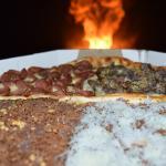 Pizza mEgA com quatro sabores e 16 fatias