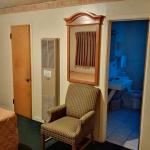 Very clean bathroom/comfortable seating