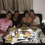 amigos en el Bistró Kuba
