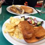 Sandwiches con guarniciones
