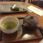ดื่มชาเขียวที่นี่ประจำค่ะ ชอบรสชาดและบรรยากาศที่นี่มาก ราคาก้อไม่แพง
