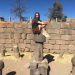 Nuestra pasajera Celestine en el templo de la fertilidad.