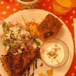 """Succulente assiette """"salée"""" avec jus d'orange pressé et chocolat maison 🍴"""