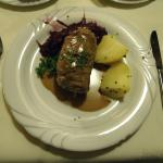 Rinderroulade, Kartoffeln, Apfelrotkohl