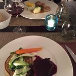 Tournedos de Bœuf, sauce au vin rouge, crêpe parmentière et légumes de saison