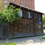 Дом с мемориальной табличкой о том что здесь жил Ленин