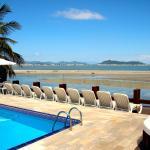 vista mar e praia da piscina principal