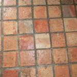 Terracotta-Fußboden im Zimmer
