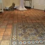 Terracotta-Fußboden im Eingangsbereich des Hauses