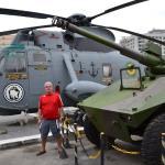 Helicóptero Sea King e Veículo leve Anfíbio