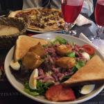 Cadre très sympa Calme pour un diner en amoureux  Salade de chèvres chaud/ pizza bolognaise
