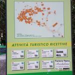 El cartel con los senderos de Volastra