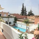 Terrasse au 2ème niveau ave vue sur piscine au 2ème niveau