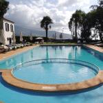 piscine et, par derrière, la baie de Funchal