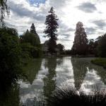 Le Château des Vallées vue prise du Parc de l'autre côté du Lac