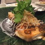 名前を覚えてないのですが、白身魚の料理です。かなり美味しかった。