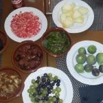 Complemento para migas. Higos, granada, pimientos, morcilla, chorizo, melón,,,