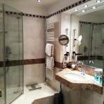 Dusche mit schwergängiger Amartur Zimmer 234
