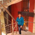 На лестнице отеля Daanish