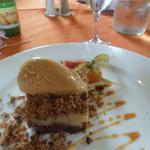 crumble poire sur un sablé glace caramel