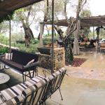 La terrazza con vista mozzafiato e tanti salottini dove poter rilassarsi con un loro calice di v