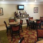 Photo de La Quinta Inn & Suites Winnie