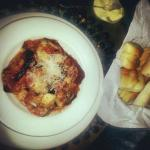 Delicious melanzane di parmigiani (aubergine lasagne)