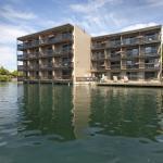 Hotel & Lake