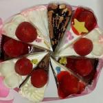 ขนมเค้กที่นำมารวมเป็นเค้กวันเกิด