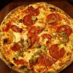 thin crust tradional pizza