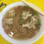 雲呑が美味しかった。干し海老の薄味スープに雲呑の肉に胡麻油味を味付けがしてありさっぱりと優しい味でした。