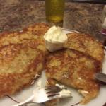Potato Pancakes w/sour cream