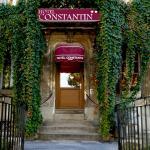L'hôtel Constantin, accessible, chaleureux et accueillant, en bordure du canal de Craponne, situ