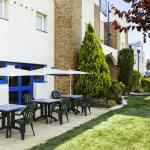 Terrasse agréable pour prendre votre petit déjeuner ibis budget Chartres
