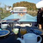 Petit déjeuner sur le pont ou en capitainerie