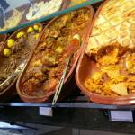 Apenas alguns dos vários pratos quentes