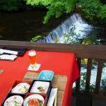 川床での夕食