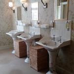 Banheiro feminino - louças pintadas a mão