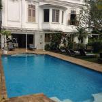 Beautiful swimming pool overlooking Sugar Loaf!!
