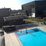 Aussicht auf Hotel und Pool