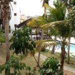 rustige binnentuin met zwembad