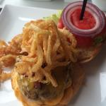 Burger w/fried onions, lettuce & tomato
