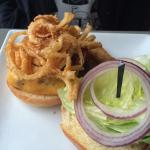 Burger w/lettuce, fried onions