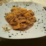 Ravioli cacio e pepe e tartufo