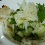 Zucchina marinata, menta e pecorino