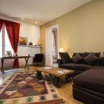 Salon Deluxe three bedroom apartment