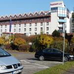 Bietet Platz für alle: Der bewachte Parkplatz für Pkw und Busse