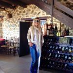 Federica Lippa all'interno del ristorante Thalori
