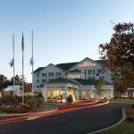 Hilton Garden Inn Milford, CT Exterior Night